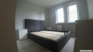Umiejscowienie stelaża wraz z użebrowaniem na konstrukcji łóżka